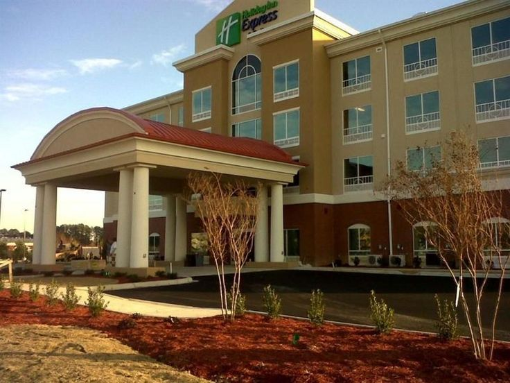 Smithfield (RI) Holiday Inn Express & Suites Smithfield - Providence United States, North America Holiday Inn Express & Suites Smithfield - Providen is a popular choice amongst travelers in Smithfield (RI), whether exploring or just passing through. Featuring a complete list of amenities, guests will find their stay at the property a comfortable one. Service-minded staff will welcome and guide you at the Holiday Inn Express & Suites Smithfield - Providen. Some of the well-appo...