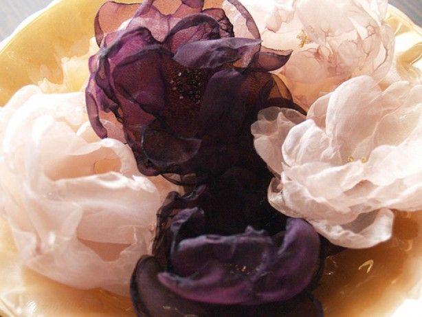 organza bloemen! erg mooi gemaakt! gaan we zeker eens proberen! eerst organza stofjes kopen :)
