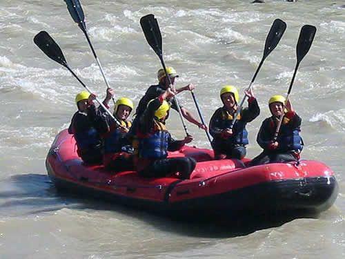 RAFTING POR EL RIO MAIPO Rafting por el Rio Maipo, es una aventura sin igual, con sus aguas de clase III a IV, lo hacen ser una alternativa ideal para usted.