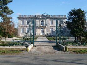 Chateau de la Pierre Levée, Olonne sur Mer M H 18°s, style Trianon. Non visitable.