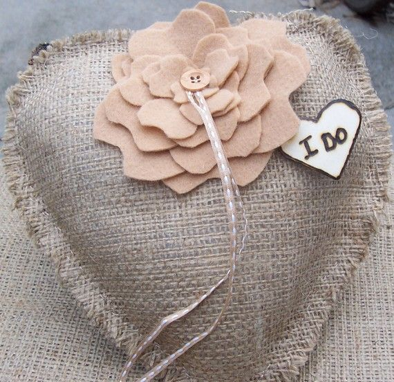 I DO - Rustic Burlap HEART -Shaped Ring Bearer Pillow with Felt Flower and Personalized Wood Heart op Etsy, 24,47€