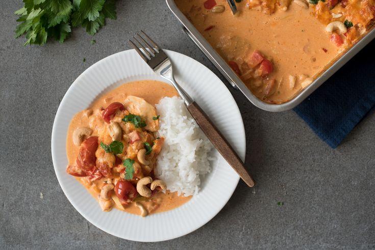 Kyllingform med cashewnøtter har gode smaker av krydder, grønsaker, kylling og bacon. Toppet med cashewnøtter kan dette lett bli en favoritt.