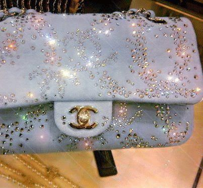 Absolutely gorgeous Chanel bag..<3 WANT. (But will never have)