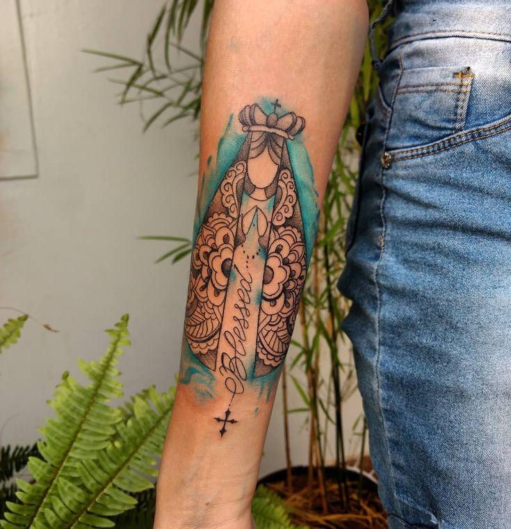 Tatuagem religiosa: significados + 70 fotos para expressar sua fé | Tatuagem religiosa, Tatuagem, Tatuagens de citações pequenas