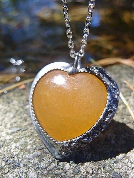 Predstavujem Vám originálne šperky z dielni Katu-Hula Materiál: žltý kalcit (má mimoriadne silné detoxikačné vlastnosti. Dodáva energiu, lieči zápaly, infekcie, kožné choroby),...
