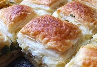 Milföylü Yufkalı Börek, üzeri kıtır, içi ise sufle kıvamında olan, pratik ve lezzetli bir tarif. Malzemeleri ve tarifi şöyle;