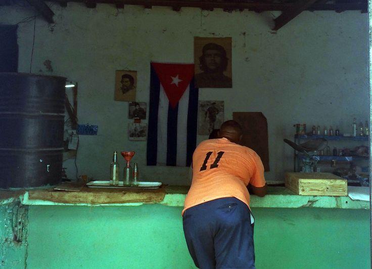 Desde la cartilla de racionamiento,  el universo culinario cubano fue obligado a reducirse a un acto de sobrevivencia (foto del autor)