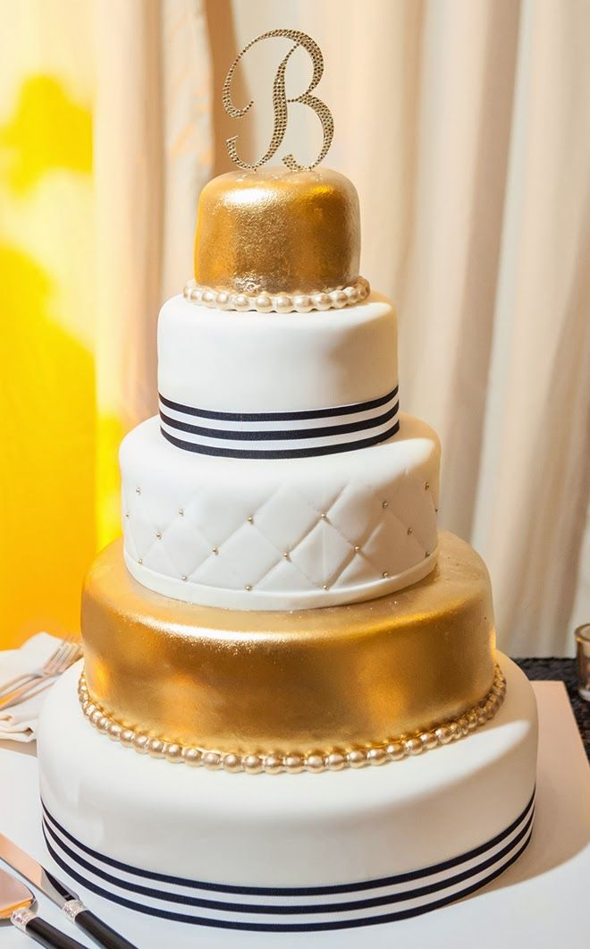 black white gold wedding cakes black and white glamorous wedding with a dash of gold 11907