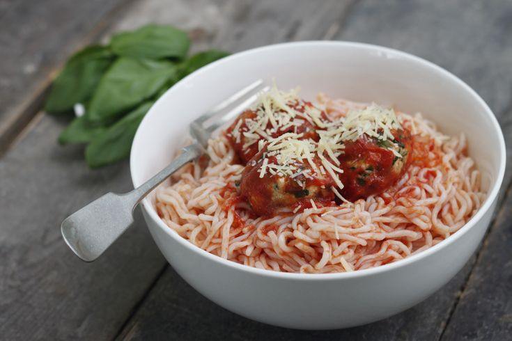 Spaghetti with Spinach and Ricotta Dumplings - Learn more in the Slendier Information Centre. Recipes, articles and videos for a healthy lifestyle.