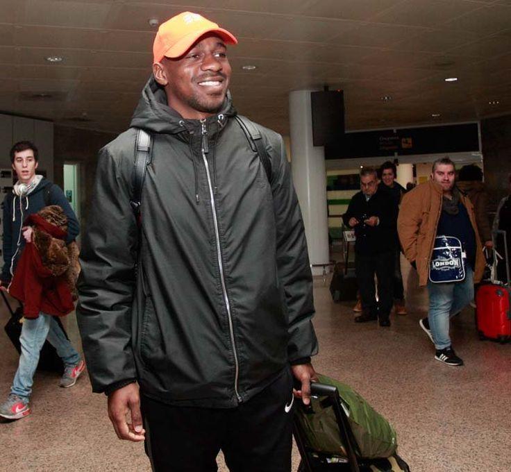 El nuevo extremo deportivista, ayer a su llegada al aeropuerto de Alvedro patricia g. fraga