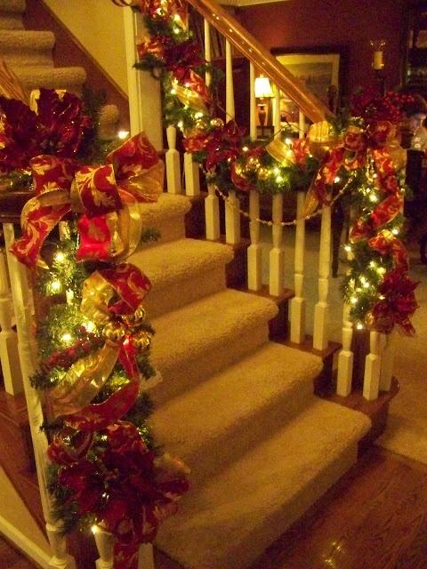 Lighted Christmas Garland _ Christmas Decor