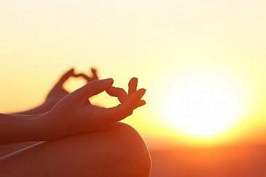 CONTROLLARE LA PAURA Le asana, il pranayama e la meditazione aumentano l'attività del sistema parasimpatico eliminando le tossine. Viene così inibita la tensione muscolare causata dalle allerte del sistema nervoso centrale e le sensazioni scaturite dal sistema nervoso simpatico, come la paura, possono essere controllate.  Buongiorno e buona pratica!!!  #yoga #spineyoga #asana #meditazione #benefici #benessere #salute #sport #buongiorno