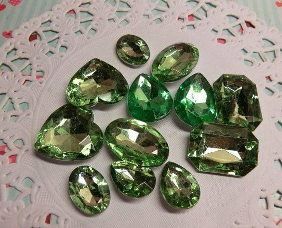 Diamantes de acrílico color verde