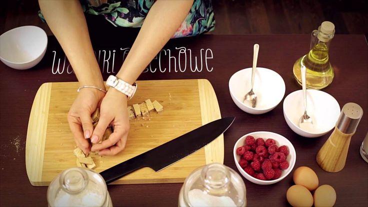 #Śniadanie przywołujące wspomnienia z dzieciństwa zagwarantuje dobry nastrój na cały dzień.  https://www.maxkuchnie.pl/przepisy/ciasta-i-desery/racuchy-z-wafelkami-i-malinami-412.html