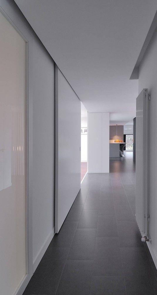 Large white sliding doors, House in Santo Domingo, Spain _ by Padilla Nicás Arquitectos _