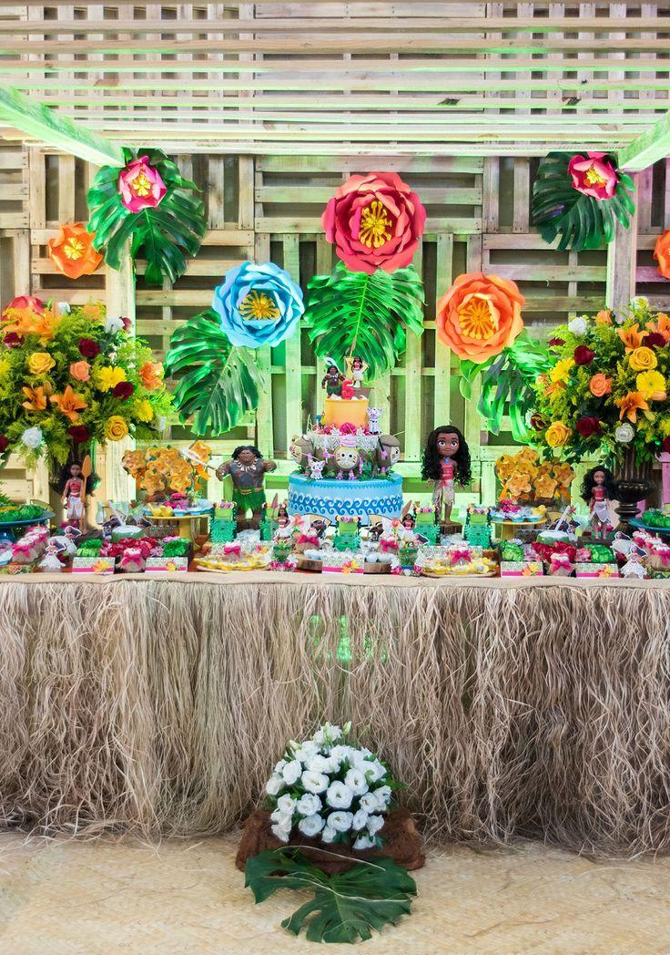 Para quem quer decorar com o tema de festa Moana — confira aqui as melhores ideias de decoração simples, mesas, bolos e muito mais.