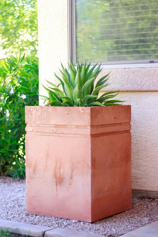 How To Make A Large Decorative Concrete Planter Concrete Garden Diy Concrete Planters Concrete Planters