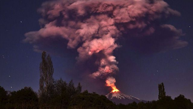 As the volcano, in the country's south-east, began erupting authoritires declared a red alert and ordered the evacuation of some 3000 people from nearby villages. (Getty Images)