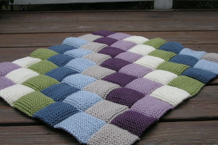 I think I lost it these past few weeks. I don't know what got into me, but I just kept on kitting and seaming those damn squares! And, in ab...