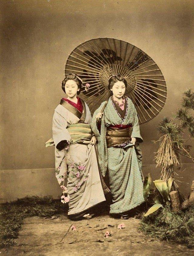 photographies en couleurs datant de 1863-1877 réalisées par Felice Beato.