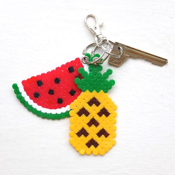 Christmas hasn't even arrived and I'm all ready day dreaming about summer holidays. Whilst our northern hemisphere friends are rugging up and preparing for a snowy Christmas, down here in OZ we will be cooling off in the pool and enjoying fresh tropical fruit. In the spirit of embracing all things summer I've designed these Fun Fruit Keyrings from Hama/Perler...