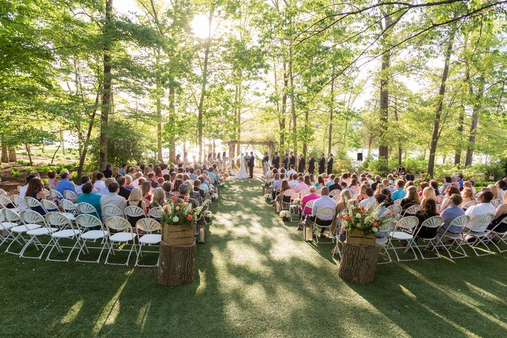 Backyard garden style spring wedding at The Pavilion at Hunter Valley Farm Knoxville wedding venue by Knoxville wedding photographer 2 Hodges Photography