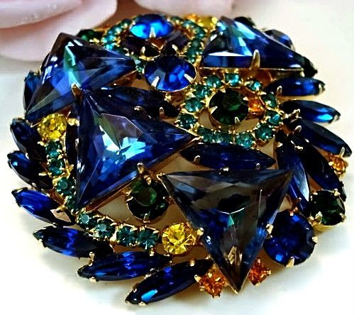 Absolutely stunning blues! Vintage  Costume Jewelry Designer D& E Juliana Brooch  Pin