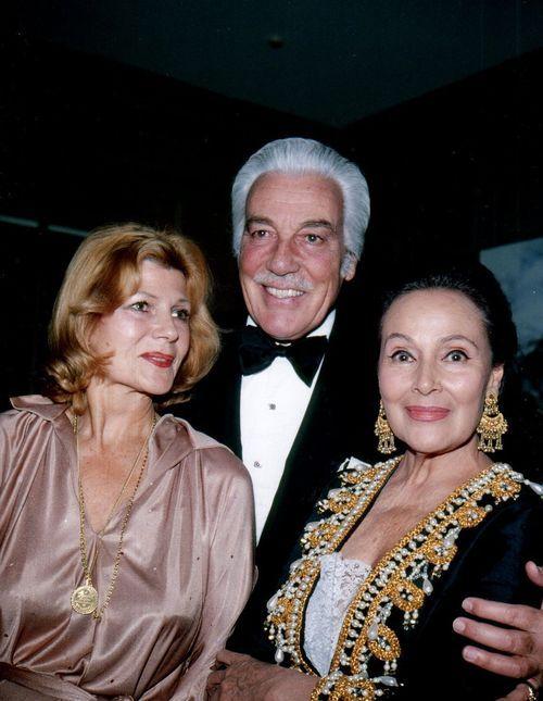 Rita Hayworth, César Romero y Dolores de Río. Image Source: http://cazadordementes.tumblr.com/post/125887982455/rita-hayworth-c%C3%A9sar-romero-y-dolores-de-r%C3%ADo