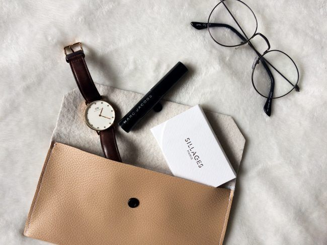 What's in my wallet ? ✨ Pour voir tout le contenue, rendez-vous sur le blog ! #whatsinmywallet#pochette