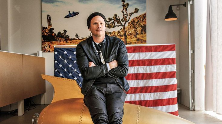 The former lead singer of the band Blink 182 was in recent contact with Hillary Clinton's campaignchairmanJohn Podesta about UFOs, newly disclosed emails show.    Tom DeLonge, who was the guitarist for the power punk trio best