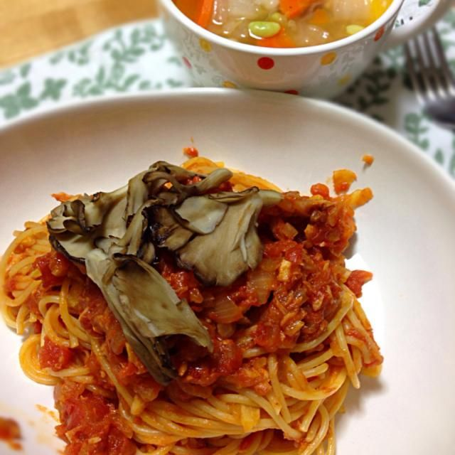 スープは 白菜、人参、葱、冷凍豆ミックス、鶏ひき肉少し。 - 91件のもぐもぐ - 舞茸のせツナトマトスパ と 白菜と豆のスープ by koich