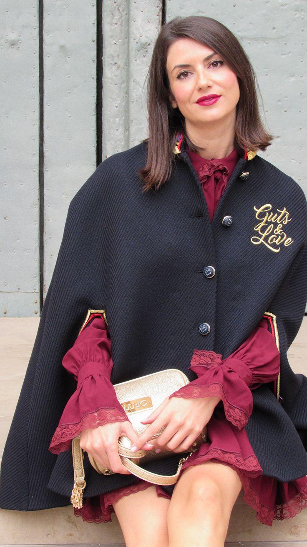Vestido estilo victoriano y capa