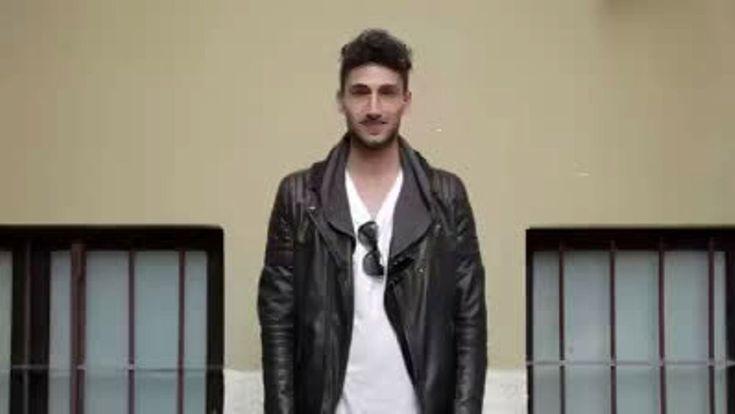 """Due  #uomini si  #baciano  in strada a  #Milano:  #insulti  e  #discriminazione""""  """"Per la promozione del film """"Stonewall"""", dal 5 maggio 2016 (di Roland Emmerich), sui tumulti Usa per le rivendicazioni dei diritti degli omosessuali, un microfono nascosto ha registrato le reazioni dei passanti milanesi ai lunghi baci di due ragazzi gay""""  http://www.milanotoday.it/video/gay-baciano-milano.html"""