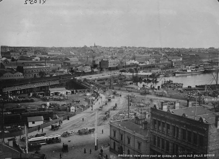 Queen St,Melbourne in Victoria (year unknown).