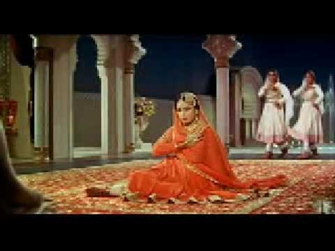 Pakeezah - Chalte Chalte - Lata Mangeshkar.  Sung by a veteran in Bollywood music.  The song that everybody knows…  #MoonlitDancer