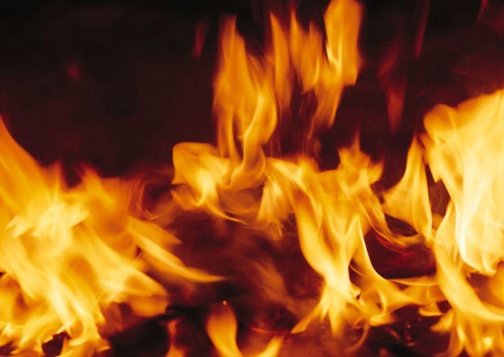 Las llamas de fuego - fondos de escritorio: http://wallpapic.es/alta-resolucion/las-llamas-de-fuego/wallpaper-4656