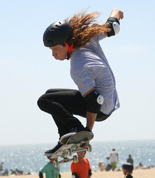 Shaun White Photo - Shaun White Filming A Skate Video In Venice Beach