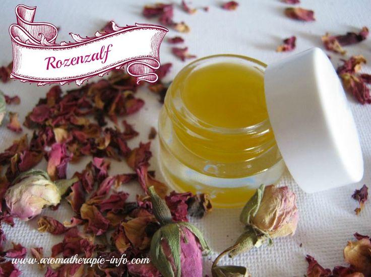 Deze rozenzalf wordt gemaakt met rozenmaceraat en rozenbottelolie en heeft geweldige helende eigenschappen voor de huid.