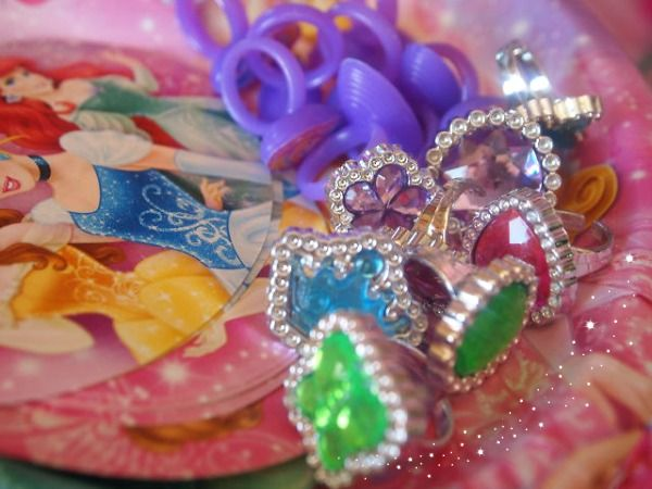 How to DIY a princess party on a budget - fun princess game ideas and prizes :)