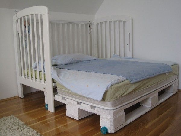 """King size"" kids bed modification with pallets  #Bed, #Bedroom, #KidsProjectsWithPallets, #Pallets"