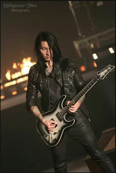 Fuckin love this solo.. Also so hot... Oh, yeah Jake too, I was talking about the guitar. (c-1 FR Schetcher Jake Pitts Signature Model)