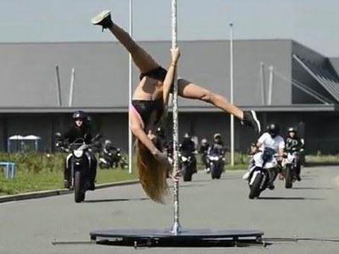 Танцы на пилоне (шесте) мотоциклистки. Pole dancing.