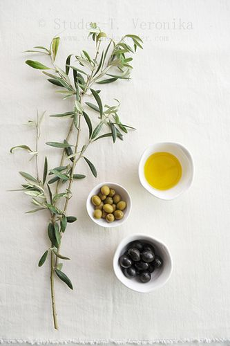 Green and black olives and olive oil