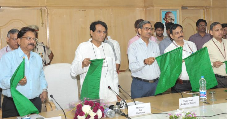 Minister of Railways Suresh Prabhu flagged off Train No 17323/17324 Hubballi – Varanasi – Hubballi Express (Weekly) and 17325/17326 Hubballi – Mysuru – Hubballi Express (Daily)