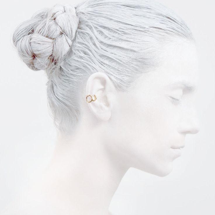 'Elegancy in White' O Collection #leifoojewelry #jewelry #artistic #Geisha #earcuff #design #photography