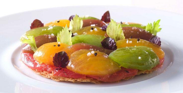 Fine tarte feuilletée à la tomate, servie tiède 2©Didier Delmas