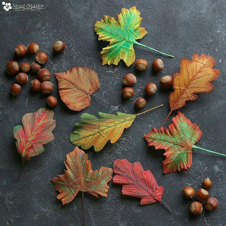 Осень — это кофе с корицей, кленовые листья, разноцветные, как часть детского рисунка, тёплые, нежные плюшки с ванилью и тонкий запах дыма...☕#букетыизконфетмосква #букетыизконфетназаказ #букетыизконфет #сладкиебукеты #подаркиизконфет #подаркимосква #подаркиназаказ #сладкиеподарки #сладости #свитдизайн #цветыизбумаги #бумажнаяфлористика