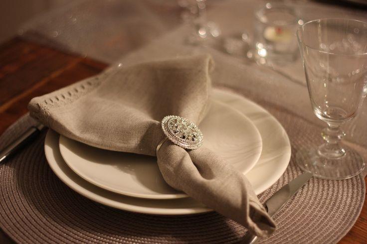 Beautiful setting. Serviette ring.