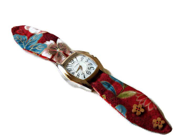 Montre avec bracelet en tissu de coton rouge : Montre par barcelonaibizacolors