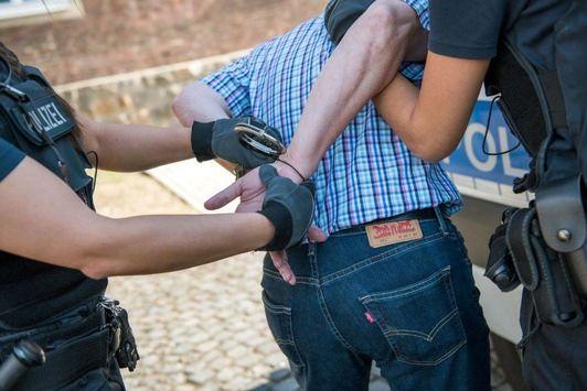 NEWS:  BPOL NRW: Zivile Fahnder der Bundespolizei nehmen gesuchte Taschendiebe im Bahnhof Siegburg fest